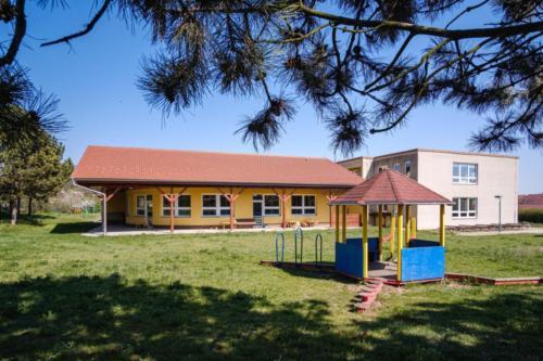 005 - skolka zahrada
